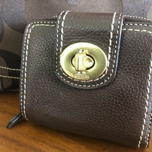 NWOT Coach | brown leather | turn lock | zip coin